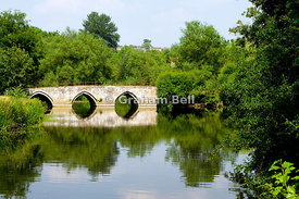 Ancient Barton Bridge spanning the River Avon, Bradford on Avon, Wiltshire, England.