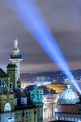 Greys Monument at night