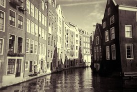 Amsterdam_Canal_black_and_white