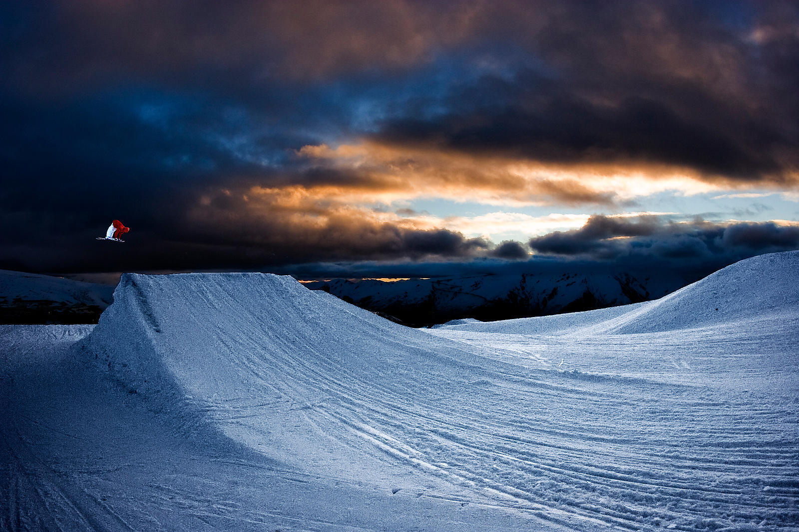 Sunset at SnowParkNZ with Gus Kenworthy