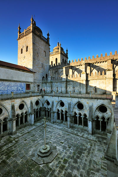 Cloisters of the Cathedral dating back to the 12th century. Oporto, Portugal