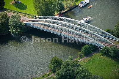Rail bridge across River Thames