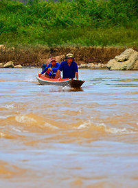 Heading_up_the_Mekong_rapids