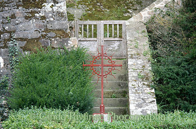 Garden Iron Circle Cross
