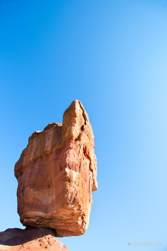 BALANCED ROCK GARDEN OF THE GODS COLORADO SPRINGS COLORADO COLOR VERTICAL