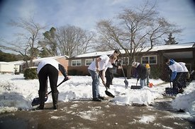 people_shoveling_snow.2