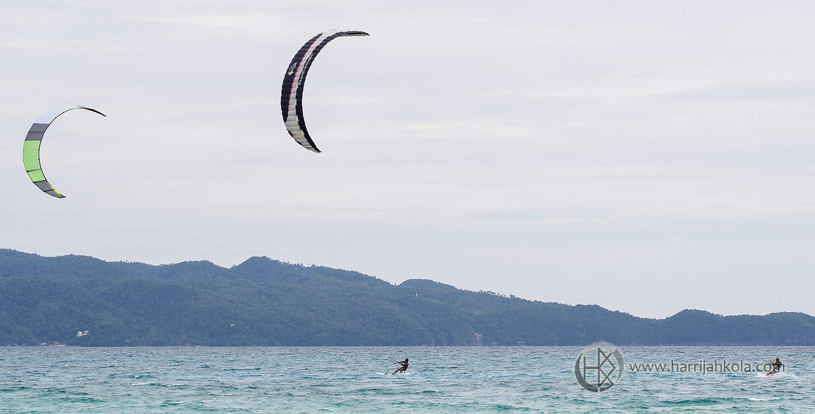 Philippines - Boracay (Kitesurfers - We're Going Fast)