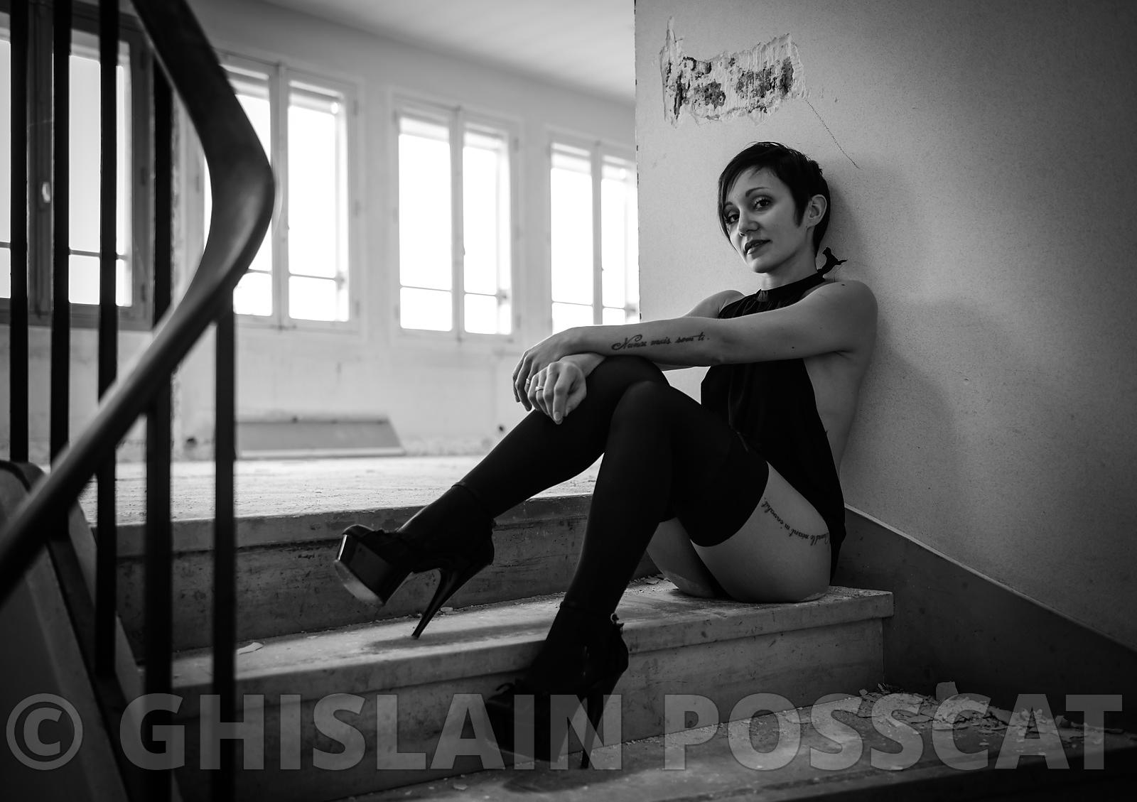 Sexy pictures - black and white glamour lady in stairs