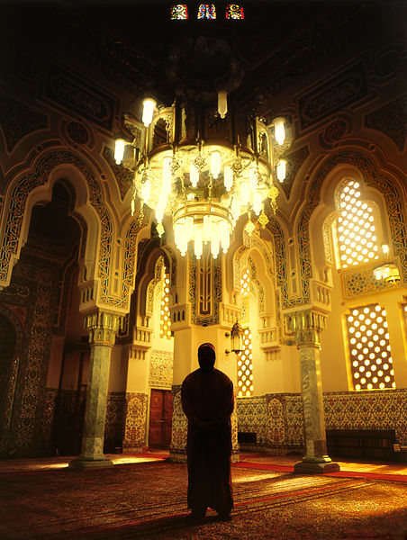ISLAM17004_Figure_In_the_Mosque_Preview