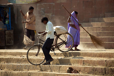 Machinations of daily life in India, Assi Ghat, Varanasi, India