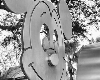 Mickey-Mouse-Sculpture-BW-6231573-Full