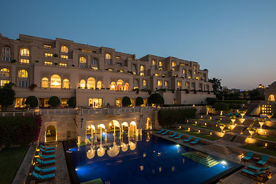 Swimming_Pool_-_The_Oberoi_Amarvilas_Agra_v1_current