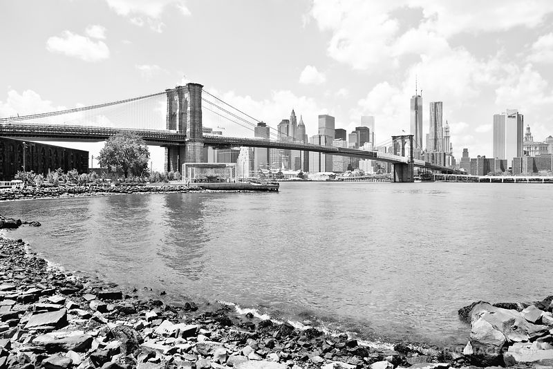 BROOKLYN BRIDGE MANHATTAN SKYLINE NEW YORK BLACK AND WHITE