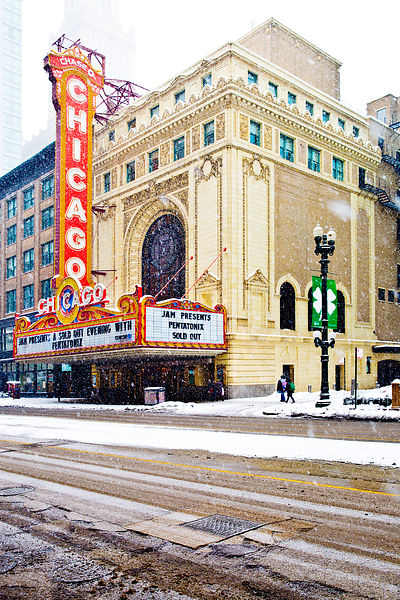 CHICAGO THEATRE WINTER DAY HEAVY SNOWFALL CHICAGO ILLINOIS