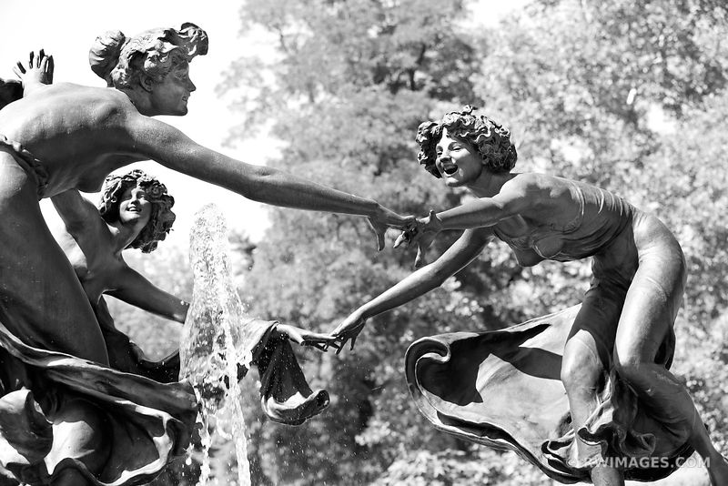 THREE DANCING MAIDENS UNTERMYER FOUNTAIN CONSERVATORY GARDEN CENTRAL PARK NEW YORK CITY NEW YORK BLACK AND WHITE