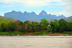 Mekong_River_mountains_and_home