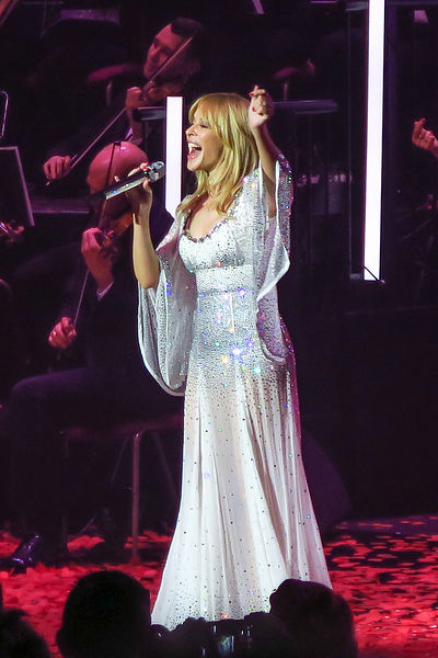 Kylie_at_the_Albert_Hall_-119