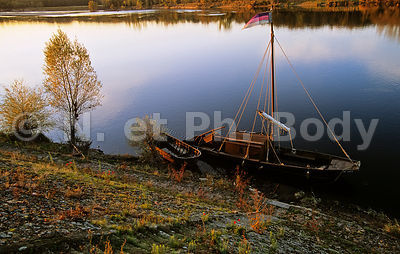 TOUE CABANEE, INDRE ET LOIRE, FRANCE//TRADITIONAL BOAT ON LOIRE RIVER, LOIRE VALLEY, FRANCE
