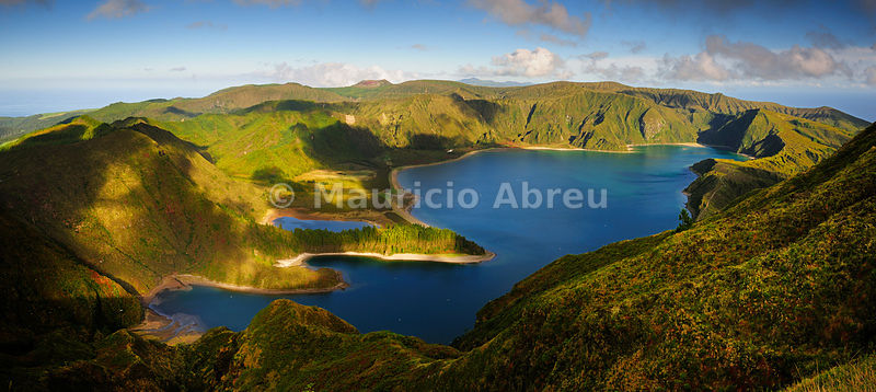The big volcanic crater of Lagoa do Fogo (Fire Lagoon), a nature reserve and one of the most preserved sites in São Miguel. Azores islands, Portugal