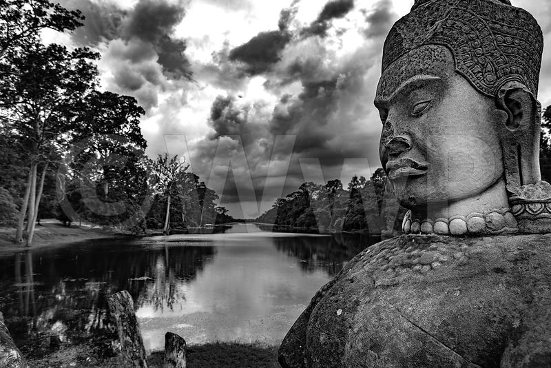 WW_P6126-Cambodia-Angkor-Temple-Statue-on-bridge-and-River