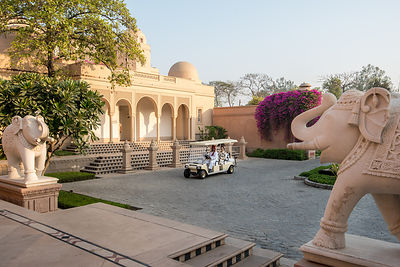 Golf_Cart_-_The_Oberoi_Amarvilas_Agra_(2)_v1_current