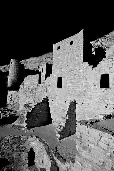 CLIFF PALACE RUINS ANCIENT DWELLINGS MESA VERDE NATIONAL PARK COLORADO VERTICAL BLACK AND WHITE VERTICAL