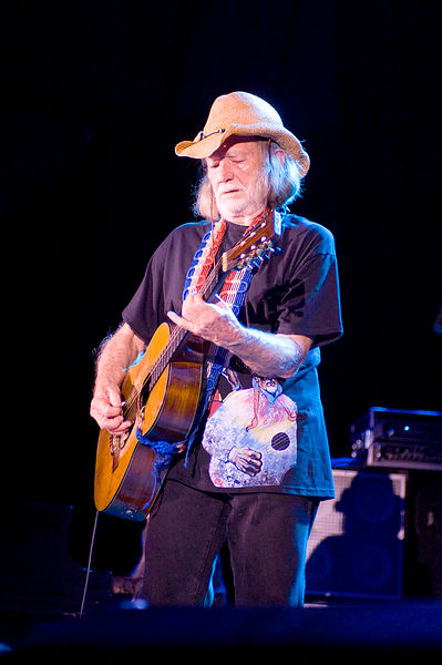 WN13068_Willie_On_Stage_Preview