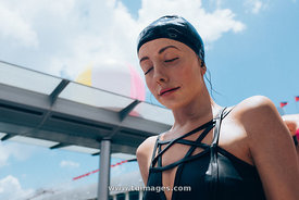 Carole A. Feuerman swimmers sculpture