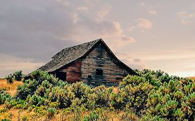 Old_barn_on_the_way_to_Fossil
