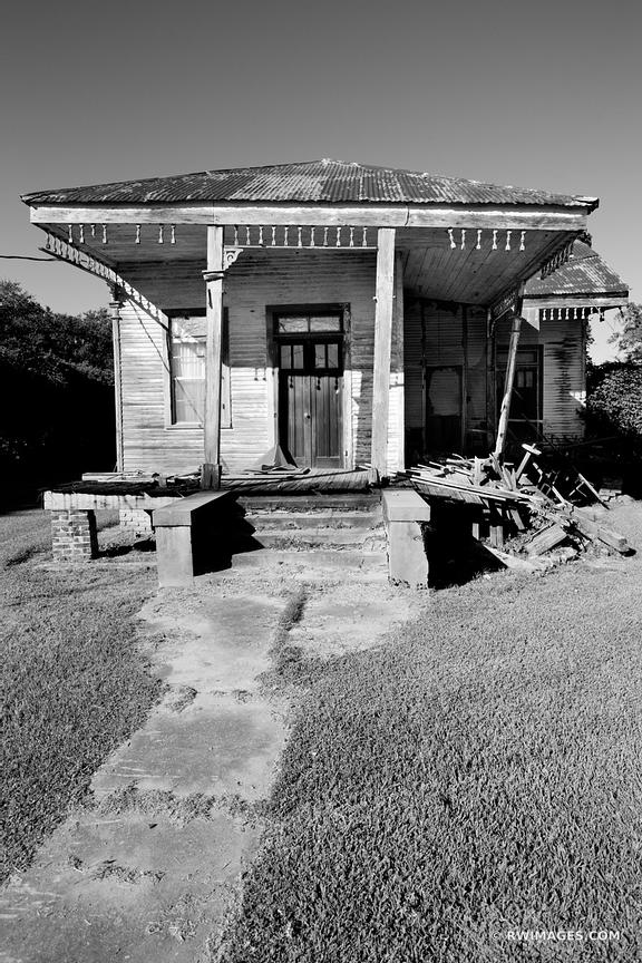 OLD ABANDONED HOUSE RURAL LOUISIANA BLACK AND WHITE