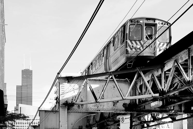 AFTERNOON EL TRAIN WELLS STREET DOWNTOWN CHICAGO ILLINOIS BLACK AND WHITE