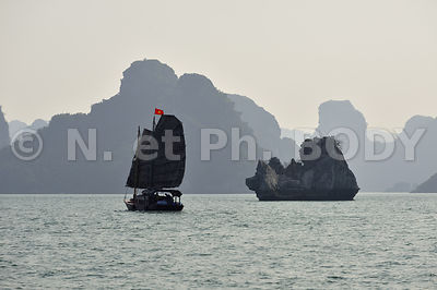 JONQUE, BAIE DE HA LONG, VIETNAM // Vietnam, Ha Long Bay, Junk Boat