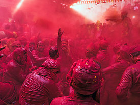 The game of colors at Barsana