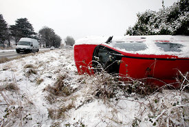 An over turned car in the snow on the Dublin Road, Celbridge, Co. Kildare .07.01.10.Pic. Maura Hickey/086 8541130.