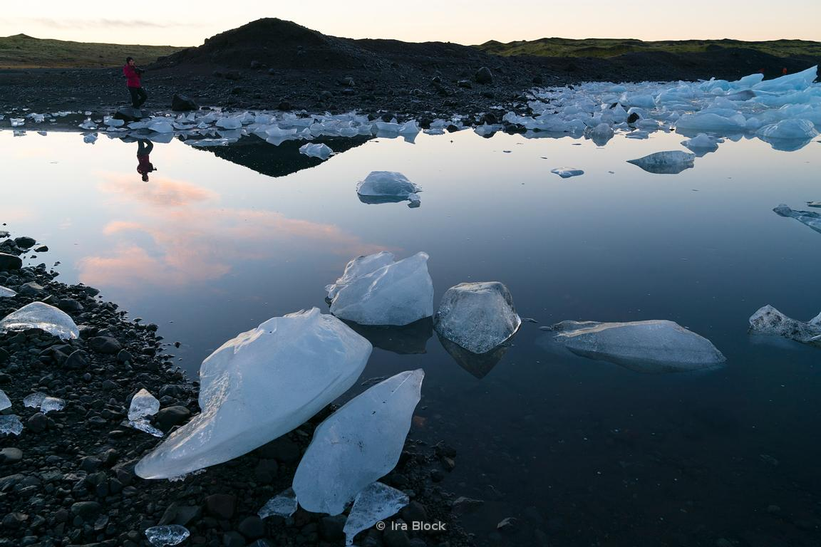 A photographer at the Fjallsarlon lagoon at the south end of the Icelandic glacier Vatnajökull.