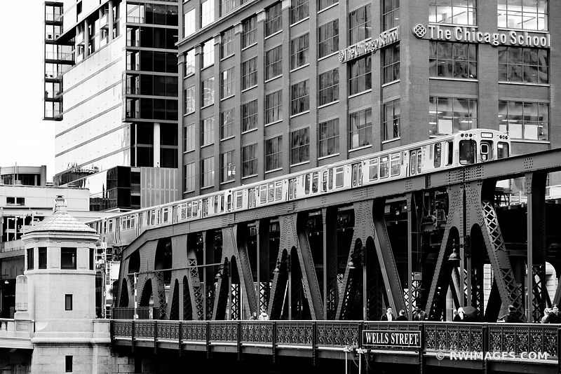 CHICAGO EL TRAIN ELEVATED TRAIN WELLS STREET BRIDGE CHICAGO ILLINOIS BLACK AND WHITE