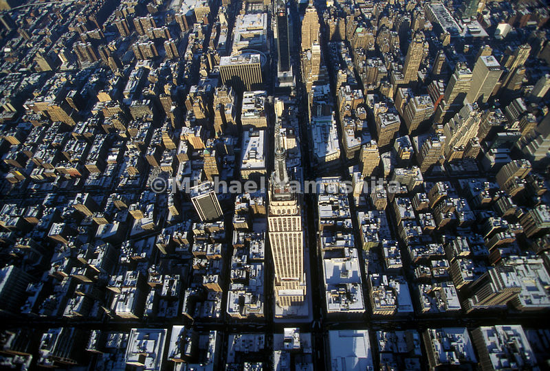 The Empire State Building, with its 102 floors, is the heart of midtown, between Fifth Avenue and Broadway on 34th Street.  Manhattan, New York City.