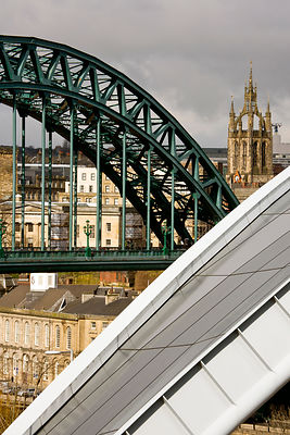 Tyne Bridge, Sage and cathedral