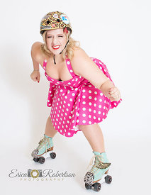 roller.derby.pinup.girl.ready.to.fight