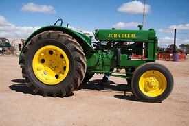 side view of the John Deere Model BR
