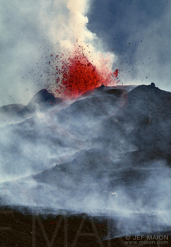 Eruption of the Sudestino Crater