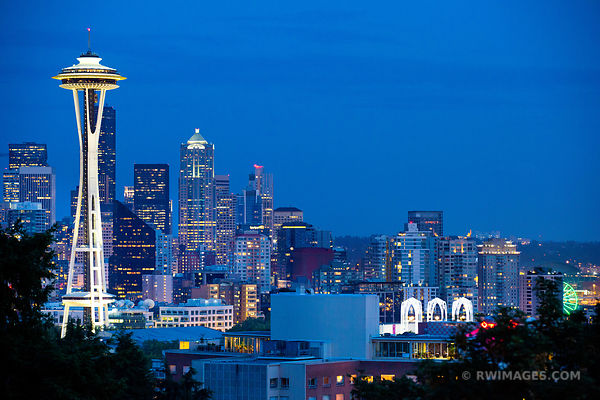 SEATTLE SKYLINE SPACE NEEDLE EVENING