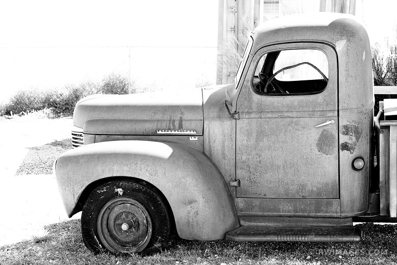 INTERNATIONAL TRUCK ROUTE 66 TEXAS BLACK AND WHITE