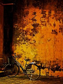 Bicycle_yellow_wall