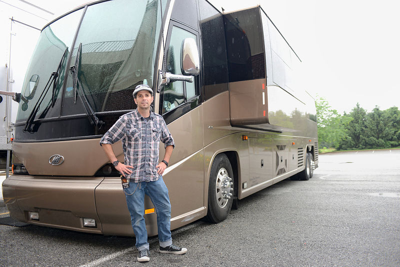 WN14087_Crew-Band_Bus_and_Driver_02_Preview