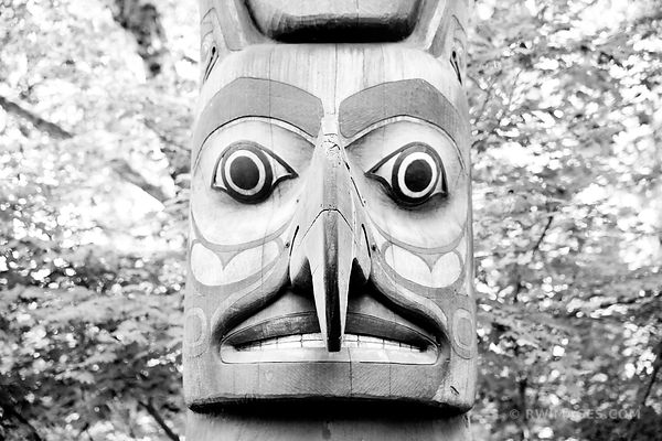 TOTEM POLE PIONEER SQUARE SEATTLE HISTORIC DISTRICT BLACK AND WHITE