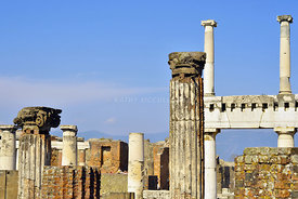 Pillars_in_Pompeii