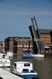 Llanthony lift bridge, Gloucester Historic Dock, Gloucestershire, England.