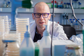17 Sep 2014 - Leuven, Belgium - Researcher Kevin Verstrepen pictured at the Verstrepen Lab. © Bernal Revert/ BR&U