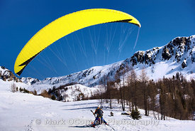 Parapenting in the Alps